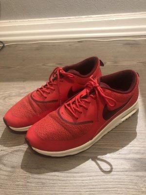 rote Nike Sneaker