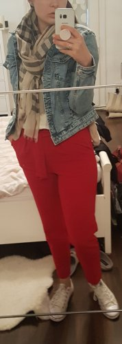 Rote Paperbag Stoffhose von Kiomi