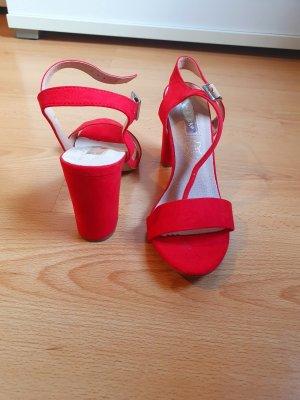 Rote Sandalen