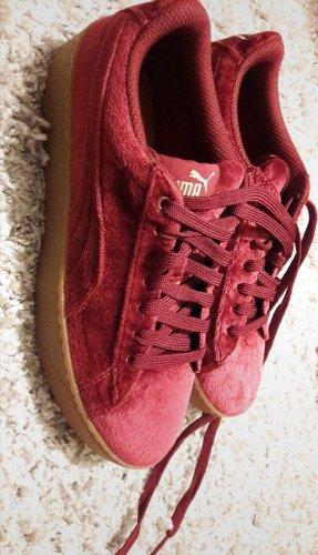 rote Schuhe von Puma