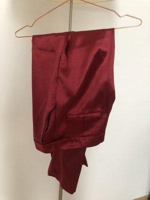 Rote Seidenoptik-Hose