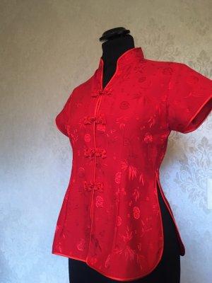Rote Seidensatinbluse aus Vietnam