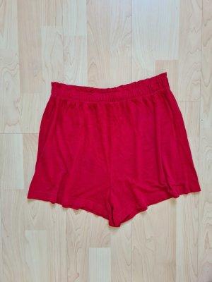 Rote Shorts