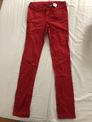 Rote Slimjeans von H&M