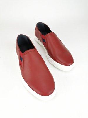 Rote Slipper von Gucci