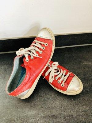 Rote Sneaker aus Leder , mit silberner Spitze !