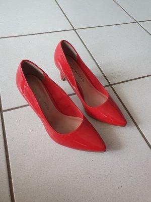 Rote Spitzpumps