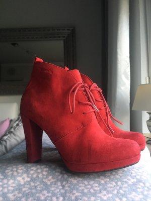 Rote Stiefelchen von Tamaris