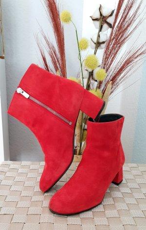 rote Stiefeletten aus Rauleder von Edited