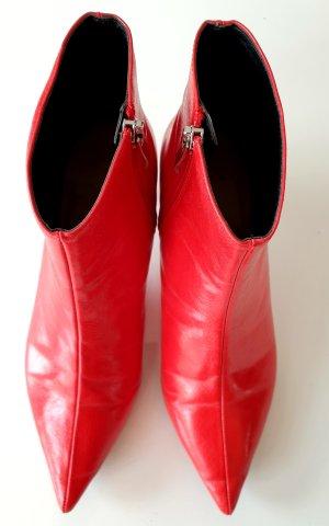 Rote Stiefeletten