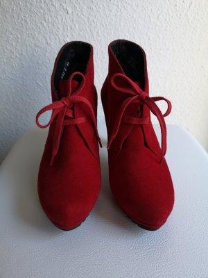 Rote Stiefeletten in der Größe 36,6