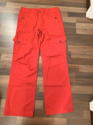 Rote Stoffhose