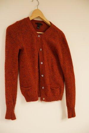 rote Strickjacke aus echter Wolle