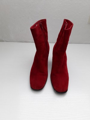 Rote wildleder Stiefeletten