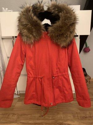 Rote Winter Jacke mit XXL Pelzkragen