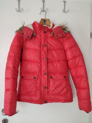 Rote Winterjacke mit Teddyfell