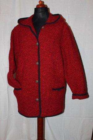 Rote Wolljacke