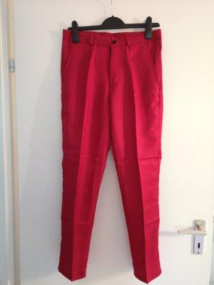 Traje de pantalón rojo