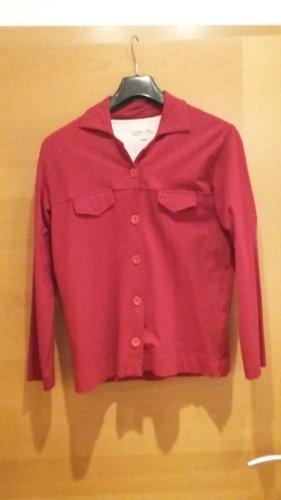 Roter Cardigan mit Knöpfen