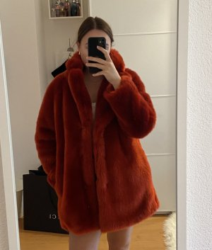roter faux fur mantel von H&M