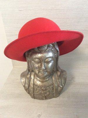 Sombrero de fieltro rojo