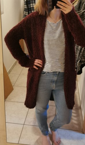 roter flauschiger cardigan