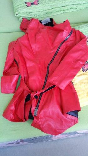 Roter Ledermantel von Patago