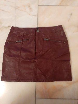 H&M Falda de cuero rojo oscuro-carmín