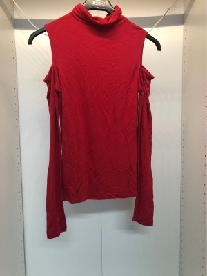 Roter Pulli mit cut out
