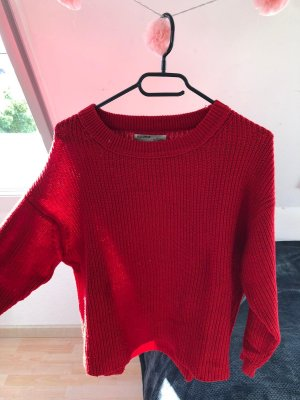 roter Pullover mit Strick