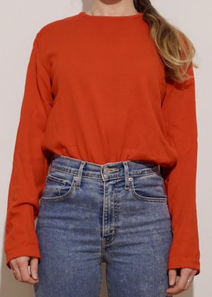 Roter Pullover Sisley