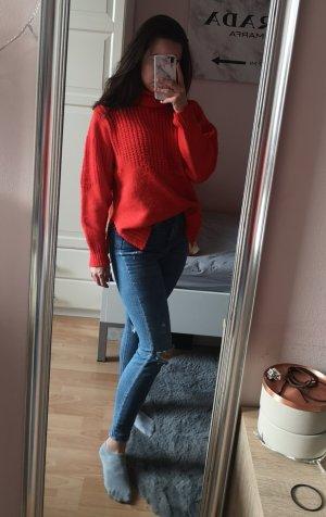 Roter Rollkragenpullover