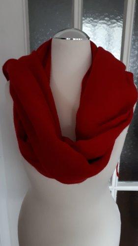 Roter Schal. Neu