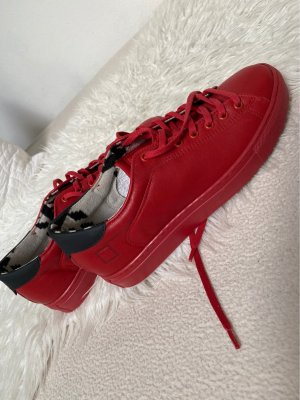 roter Sneaker