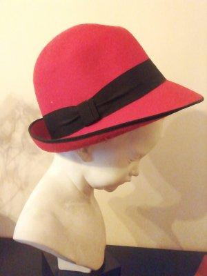 Chapeau melon noir-rouge brique