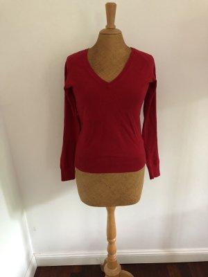 Roter V-Pullover