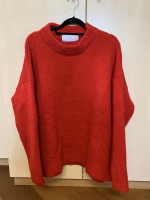 Roter Wollpullover