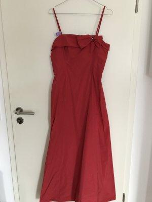 rotes Abendkleid aus Taft mit Stola