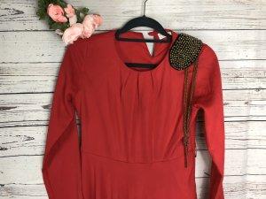 Rotes Abendkleid mit Schulterdetail Gr 40