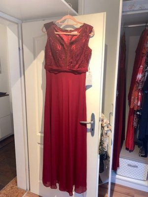 rotes Abendkleid mit Spitze