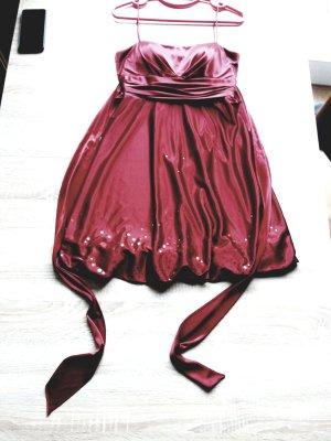 Cekinowa sukienka głęboka czerwień