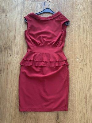 Rotes Closet Kleid mit Preisschild - Ungetragen
