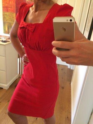 Rotes Etui Kleid