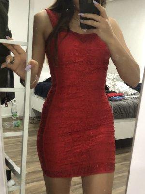 Rotes Kleid BESCHREIBUNG LESEN