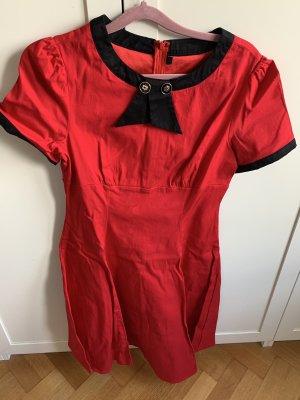 Sukienka z halką czerwony