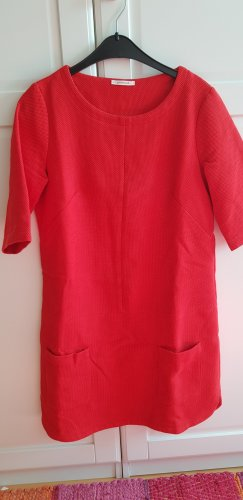 Rotes Kleid im Sixties-Style