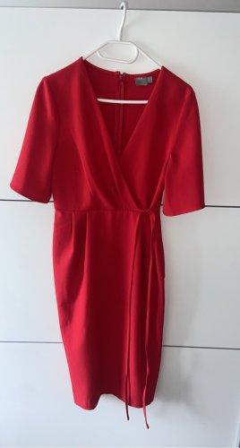 Rotes Kleid in Wickeloptik
