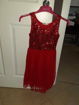 Rotes Kleid mit Pailletten