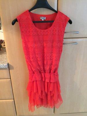 Rotes Kleid mit Tüllrock