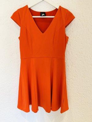 Rotes Kleid mit V-Ausschnitt Skaterkleid